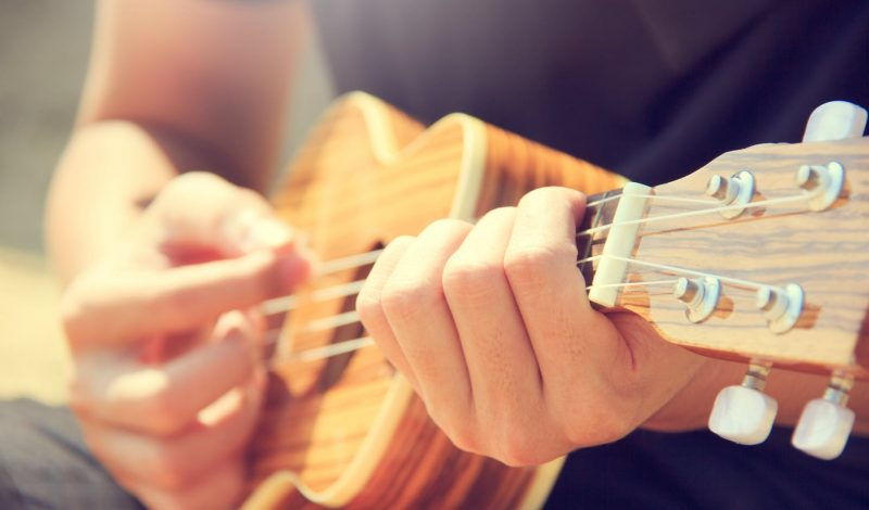 Develop these 5 habits that will make you an excellent guitarist