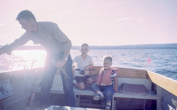 How Keep Your Family Entertained on a Boat?
