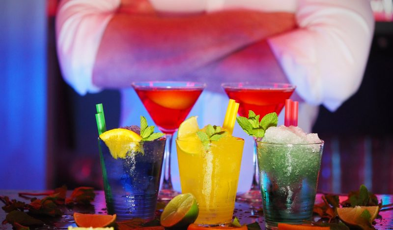 Choosing a Professional Bartender for Your Party? Check the Pointers for a Great Service!