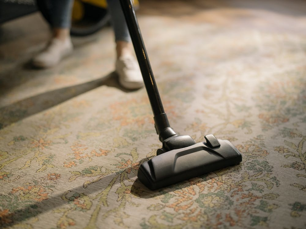 Why Shouldn't You Clean Carpets by Yourself?